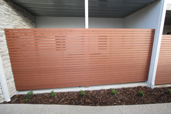 img-painting-fences-now-thats-a-silly-idea-01