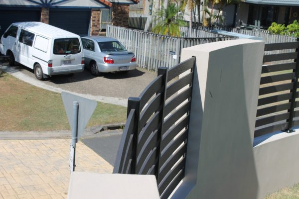 img-the-fence-that-bent-the-rules-01