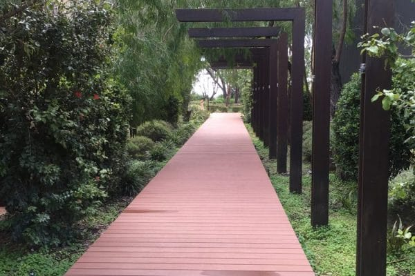 img-futurewoods-cleverdeck-composite-decking-material-used-in-busseltons-aqua-resort-upgrade-02